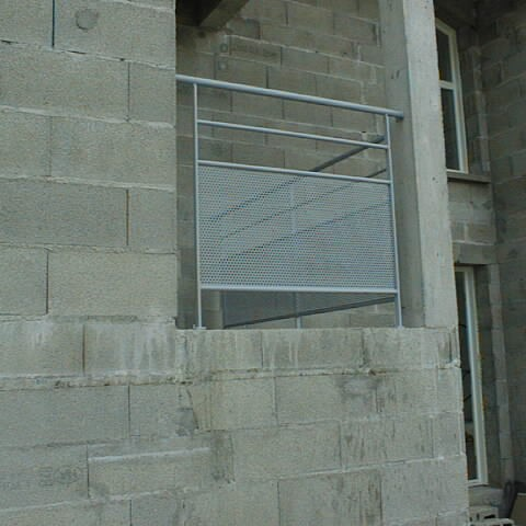 Balcon acier tôle perforée