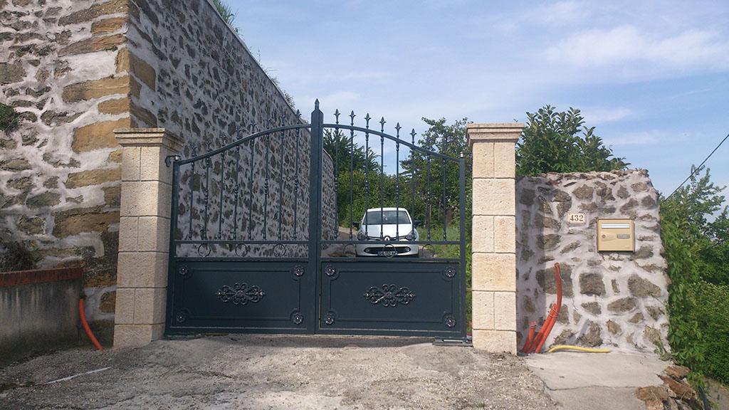 portails acier lyon portails aluminium lyon mions portail. Black Bedroom Furniture Sets. Home Design Ideas