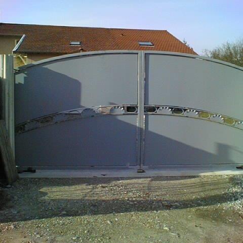Portail vantaux décor fer