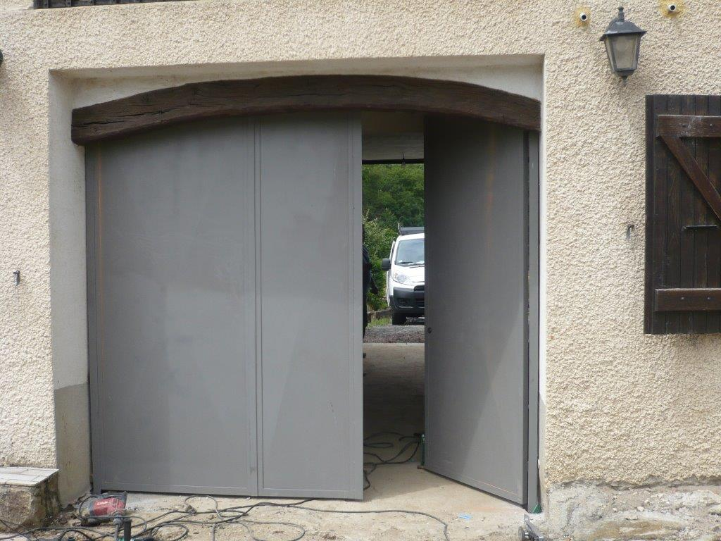 Portes m talliques lyon 69 portes en m tal mions portail for Porte de garage marron